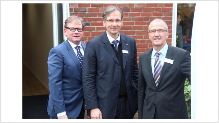 Wedels MIT-Vorsitzender Christian J. Fuchs (Mitte) bedankte sich bei Stadtwerke-Geschäftsführer Adam Krüppel (rechts) und Vertriebsleiter Uwe Behrendt für die informativen Vorträge.